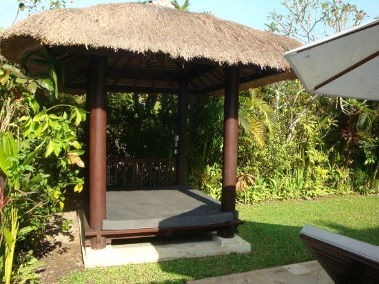 The Zen Villas: outdoor area