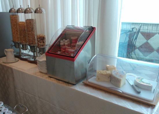 Greif Maria Theresia : Breakfast, yogurt, cheese