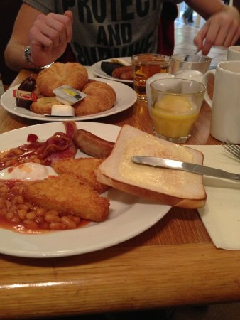 Alton Towers Hotel: Breakfast for two, yum