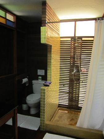 Koh Ngai Thanya Beach Resort: Badezimmer