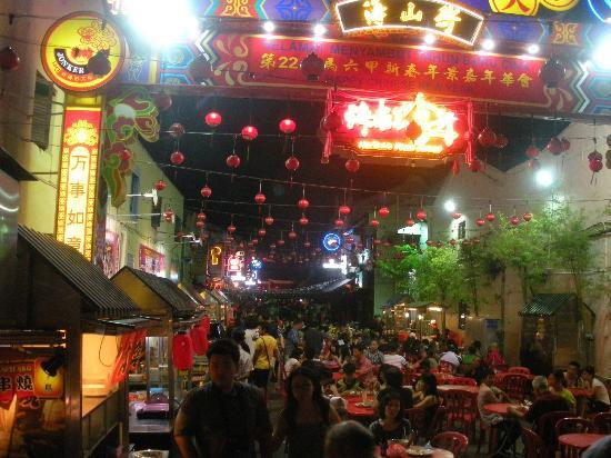 River One Residence: Jonkers Street night market - lots of street food.