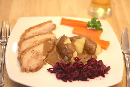 Sitti Cafe and Restaurant : Flæskesteg med brun sovs
