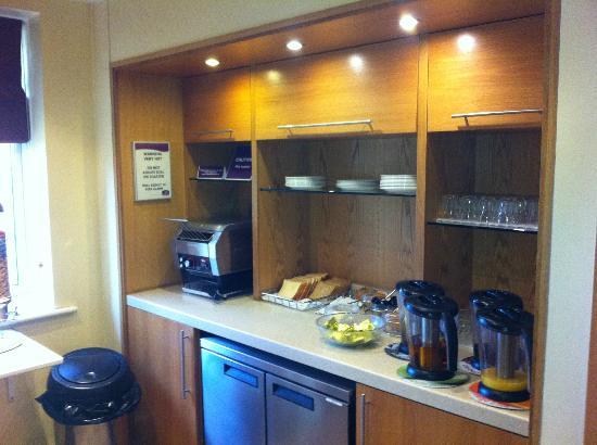 Premier Inn Newcastle (Washington) Hotel: Breakfast Area 2
