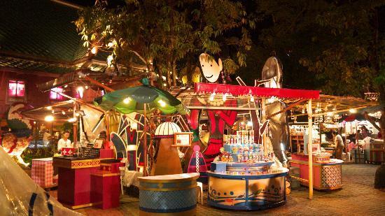 Phuket FantaSea: souvenir shop