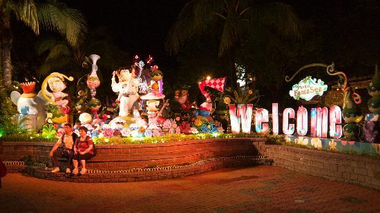Phuket FantaSea : Welcome