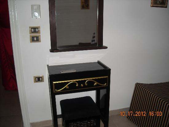 Mara House: Dressing table