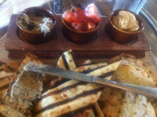 221 Restaurant & Bar: House Made Breads with hummus, baba ghanoush & dried tomato salsa