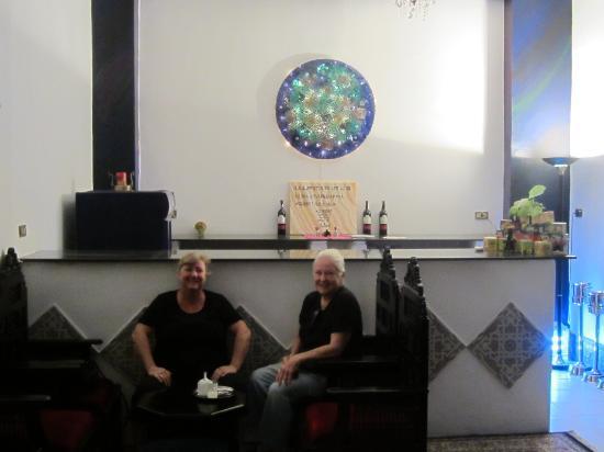 فندق مارا: The bar/breakfast area 