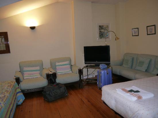 Hotel Sauce: La habitación tenía una sala espaciosa