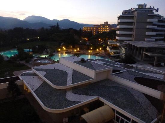 Terme di Galzignano - Hotel Splendid : tetti particolari e piscine termali