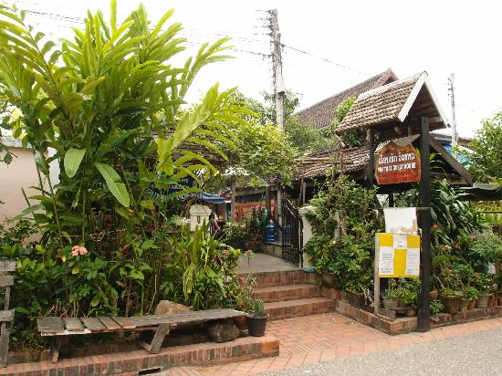 Wat That Guest House: Wat That Guesthouse entrance