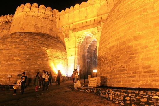 Kumbhalgarh Fort: The main entrance of the fort - brilliantly lit up in night