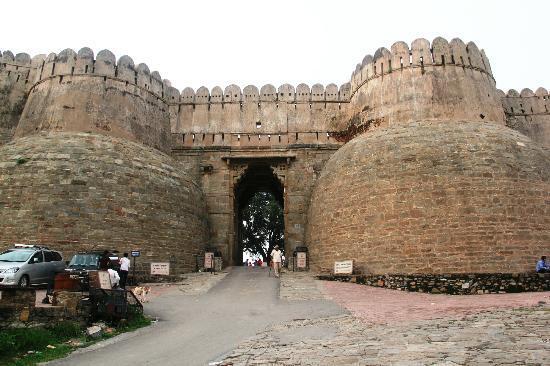 Kumbhalgarh Fort: The gignatic fort entrance