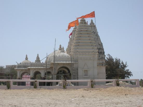 Jamnagar, Inde : vaimaani temple.beautiful view