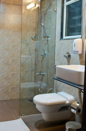 The Haven Serviced Residences : Bathroom Shower