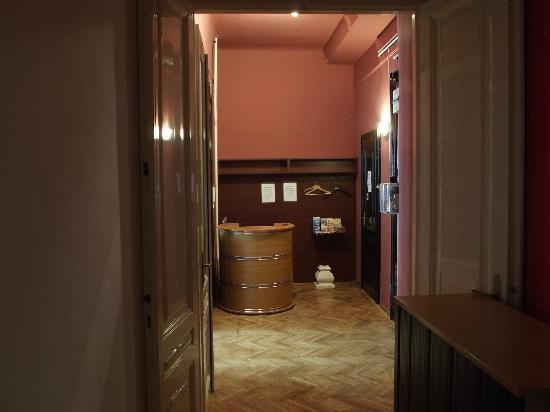 Fifth Hostel: Reception