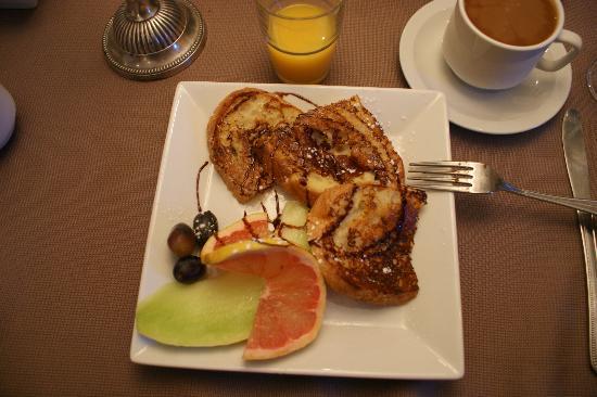 Accueil Chez Francois B&B: Petit déjeuner préparé M. François (à tomber !) Un pur régal