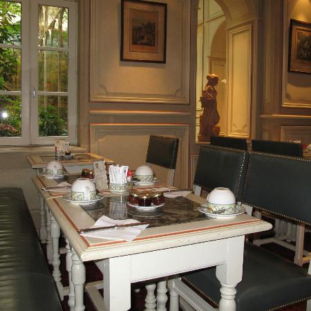 Au Manoir Saint Germain De Pres: breakfast