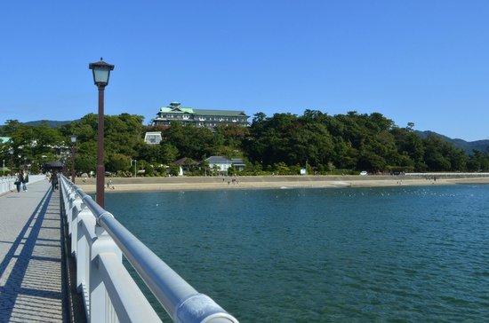 Gamagori Takeshima: 竹島橋から蒲郡クラシックホテル