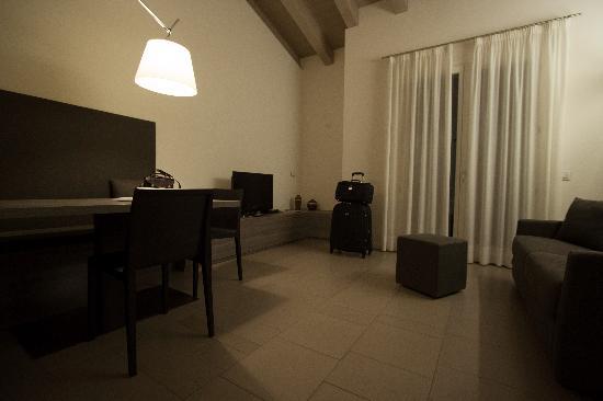 Locanda La Gazzella: sala anexa ao quarto
