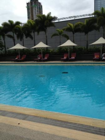 Makati Shangri-La Manila: care for a swim?