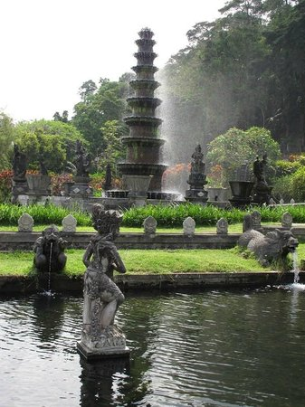 Seraya, Indonesia: the king used to bath here
