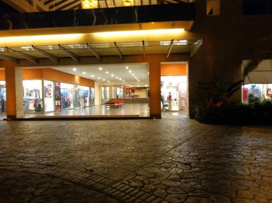 Barcelo Bavaro Palace: Area de tiendas!!!