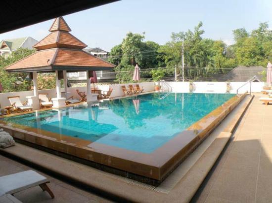 โรงแรมโพธิ ศิรีนทร์: Pool