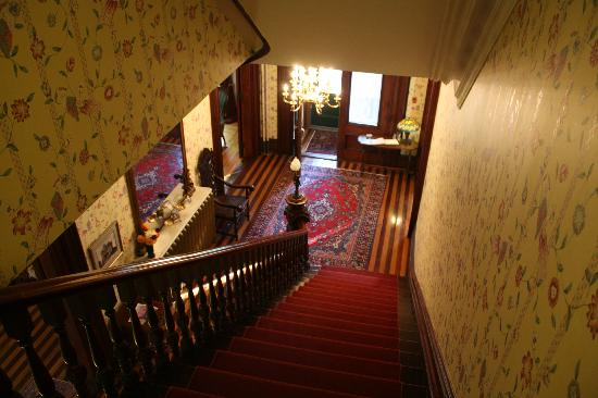 Queen Anne Inn: The grand staircase.