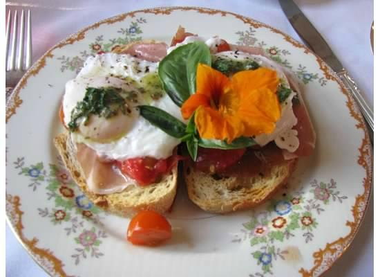 C. H. Bailey House: Gourmet breakfast @ the CH Bailey House