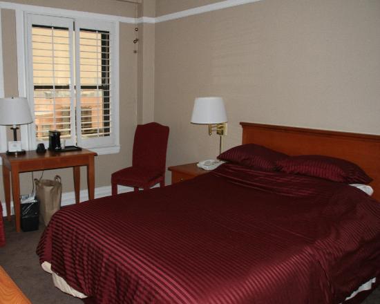هوتل مارك توين: Our bedroom 