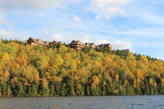 Hotel Sacacomie: le complexe vue du lac