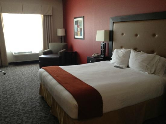 Holiday Inn Express Hotel  & Suites Banning: big room and comfortale bed