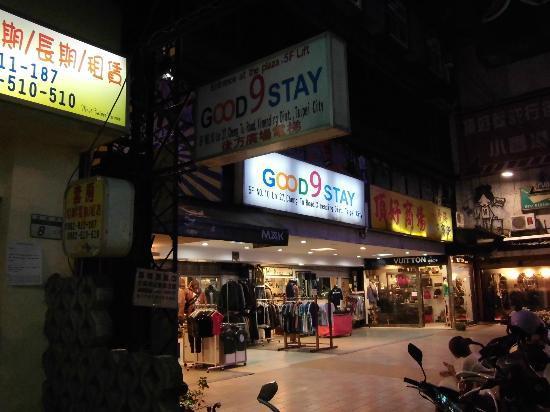 Good 9 Stay Inn: Walking lane to the hotel