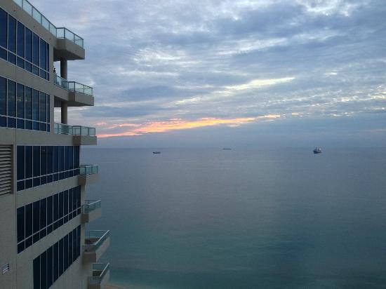 Marriott's BeachPlace Towers: Sunrise