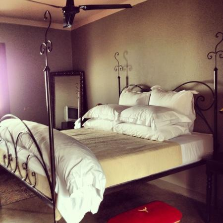 Grand Africa Cafe & Rooms: our bedroom