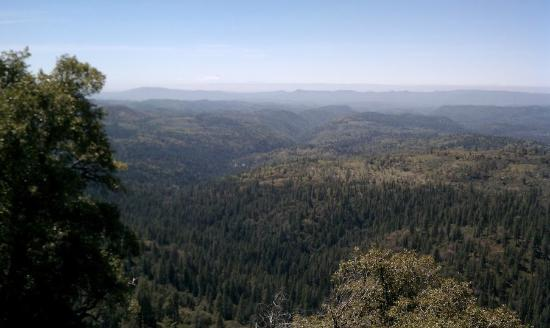 Arnold, Kalifornia: Looking West 90mi to Mt Diablo and beyond.
