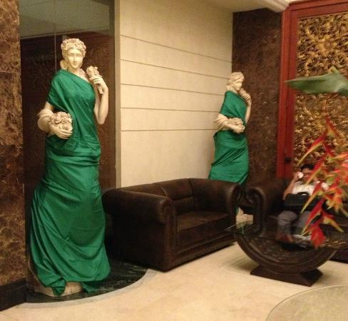 Golden Boutique Hotel Angkasa: Roman Statues 'covered up' for modesty in the lobby