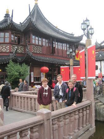 Shanghai Tour Facilitator - Harris Private Tour: Bridge in Yu Gardens