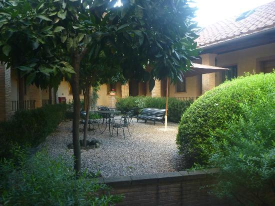 Hotel Santa Maria: Upper garden