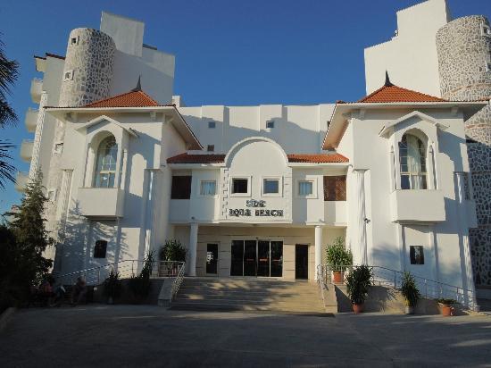 Serenis Hotel: Entrance