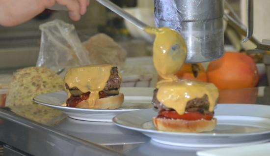 Chez David: dressage du Burger provençal