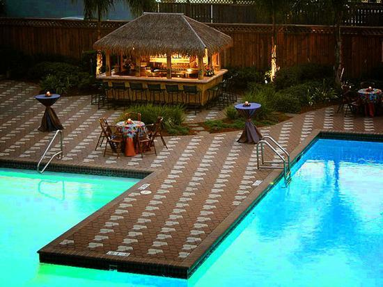 Doubletree by Hilton Hotel New Orleans Airport: Our poolside patio and tiki hut!