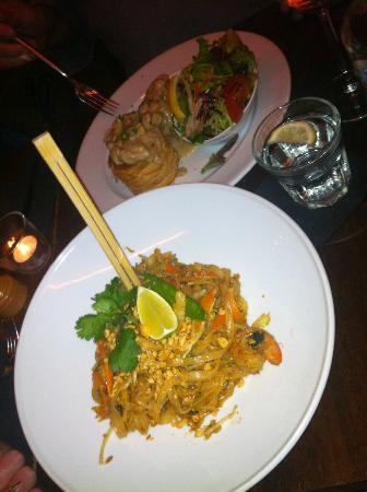 Moskou: Heerlijke thaise noedels met groente en scampi!