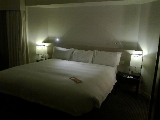 Hilton Adelaide: bed