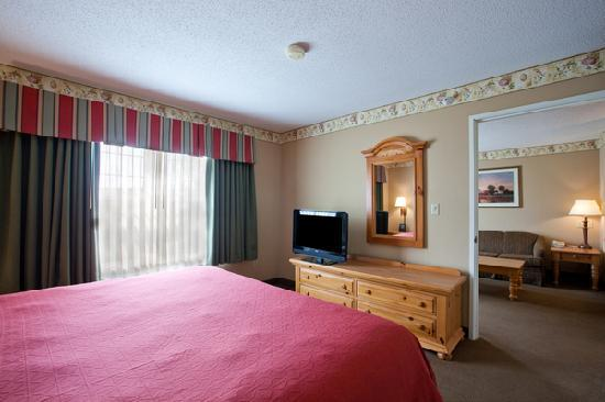 Country Inn & Suites by Radisson, Cedar Falls, IA: King Two Room Suite guest room