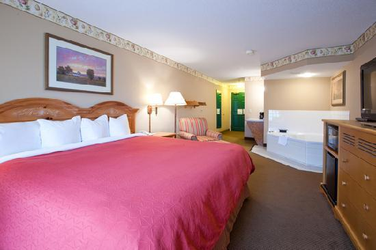 Country Inn & Suites by Radisson, Cedar Falls, IA: Whirlpool Suite guest room