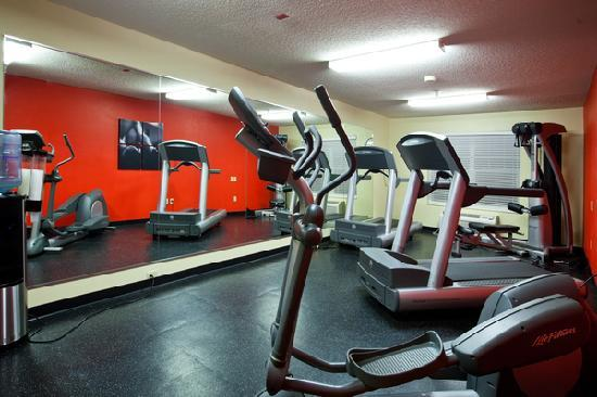 Country Inn & Suites by Radisson, Cedar Falls, IA: Updated fitness center with Life Fitness equipment