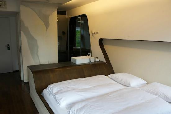 Hotel Q!: Room with en suite bathroom