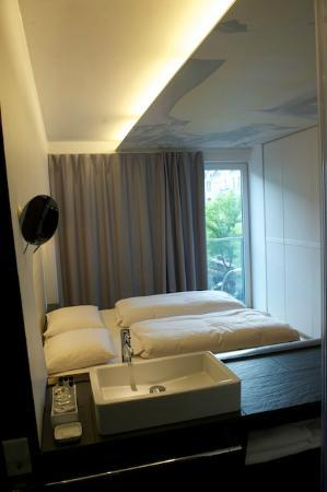 هوتل كيو: Bedroom